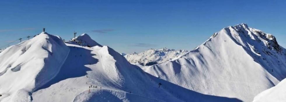 Nombreux sommets accessible de plus de 3000 m